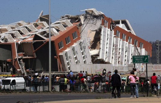 Earthquake building damage in Santiago, Chile, earthquake damage, Chilean earthquake