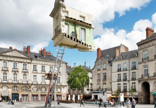 Leandro erlich unveils gravity defying floating room in for Location monte meuble nantes