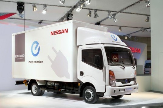 electric cars, nissan, nissan e-nv200, nissan e-NT400, nissan electric commercial vehicle, nissan electric van. nissan leaf, electric motor, lithium-ion battery, nissan nv200