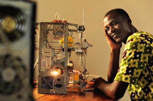 West African Inventor Makes a $100 3D Printer From E-Waste