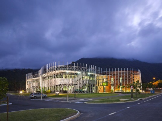 Cairns Institute, Woods Bagot, james cook university, queensland, research facility, passive solar design, eco lab