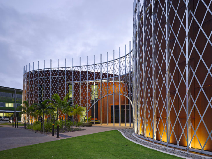 Queensland's Cairns Institute is Wrapped in a Beautiful Basket-Like Skin