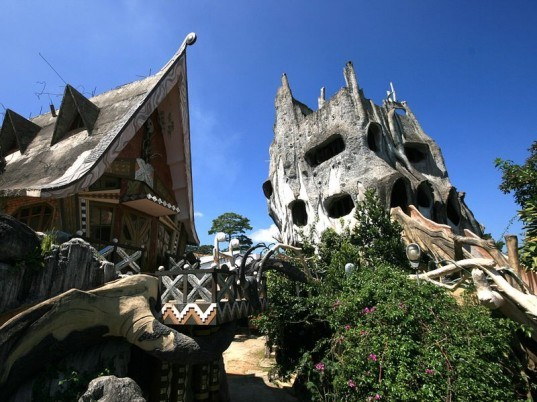 ghosts, eco-friendly, green houses, Halloween, spooky, creepy design, cave houses, stone houses, In Vitro, fairy-tale houses, green building, architecture, green Halloween