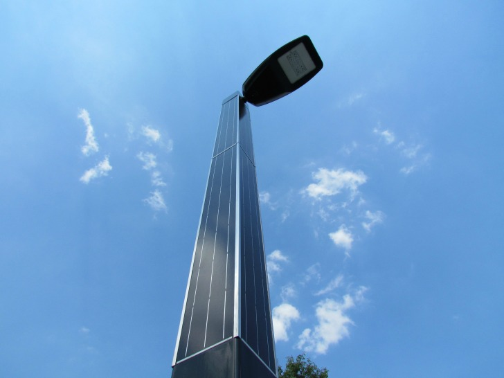 Kaal Masten Unveils the World's First Solar Lamp Post