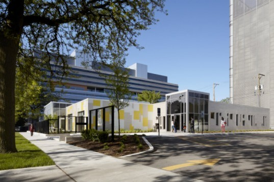 U of C Early Childcare Learning Center, daycare center, Ross Barney Architects, chicago, leed gold, daylighting