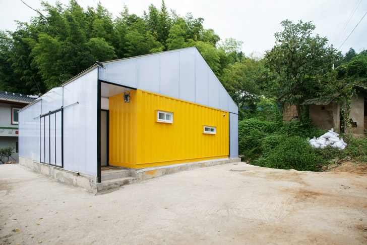 Container Rooms humanitarian low-cost house with shipping container rooms springs