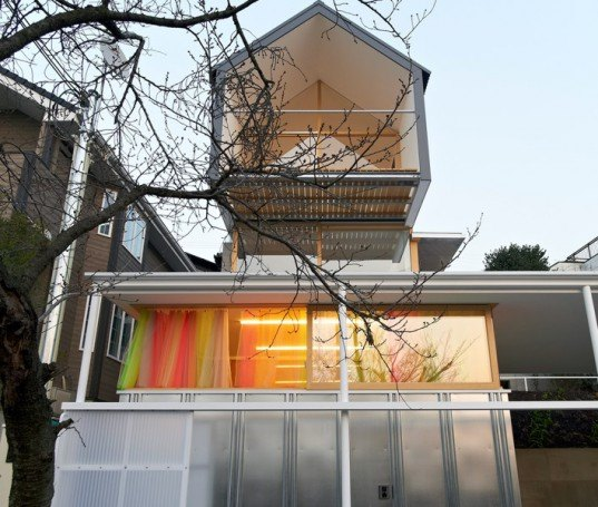 ishikiri house, tato architects. japan architecture, contemporary house in japan, tiny contemporary house, context, fitting in new house in historic neighborhood, concrete walls, translucent roof, corrugated metal skin, modern home in historic Japan