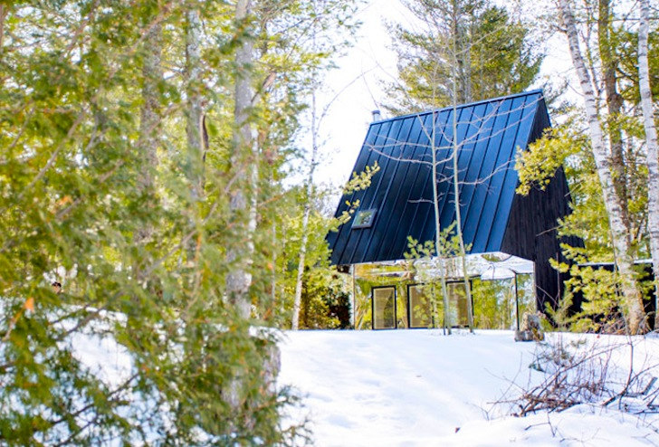 Tiny Mirrored Cabin Reflects the Ontario Landscape