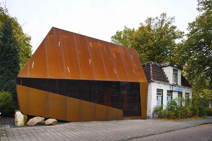 Mohn and bouman corten steel screen 4 inhabitat green for Turning a metal building into a home
