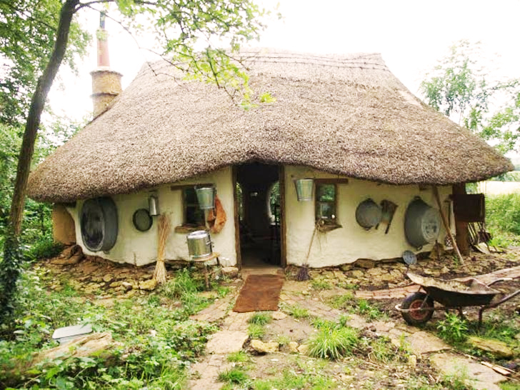 Retired Art Teacher Builds Enchanting Cob House for Just $250!