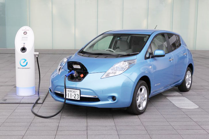 Nissan Leaf Electric Vehicles Are Powering Office Buildings In