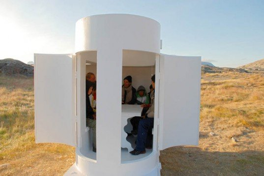 Rob Sweere, Mobile Tiny Shelters on Skis, Nomadic Shelter on Skis, The Sledge-Project, Ann Andreassen, René Kristensen, Uummannaq Children's Home, Greenland, white pods, wooden tiny shelter, Tiny Homes, Daylighting,