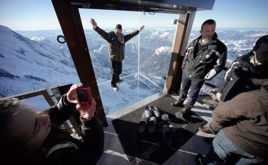 'Step into the Void' installation, 'Step into the Void', Chamonix Mont Blanc (CMB), Chamonix, Pierre-Yves Chays, transparent floors, art installation, lookout design, skywalk grand canyon, glass walkway, glass cube alps, France ski resorts