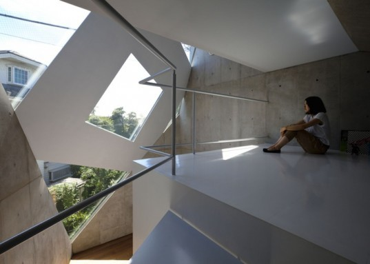 Atelier Tekuto, skylights, polyhedral house, monoclinic, tokyo, exposed concrete, reinforced concrete, daylighting