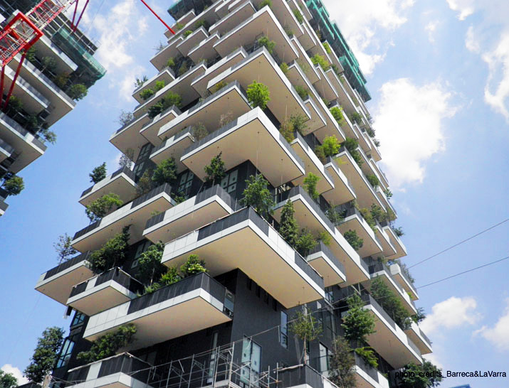 New Photos Show 'Bosco Verticale' Vertical Forest Nearing Completion in Milan