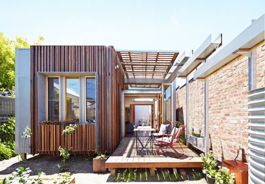 Christopher megowan 39 s convertible courtyards house acts for Courtyard designs melbourne