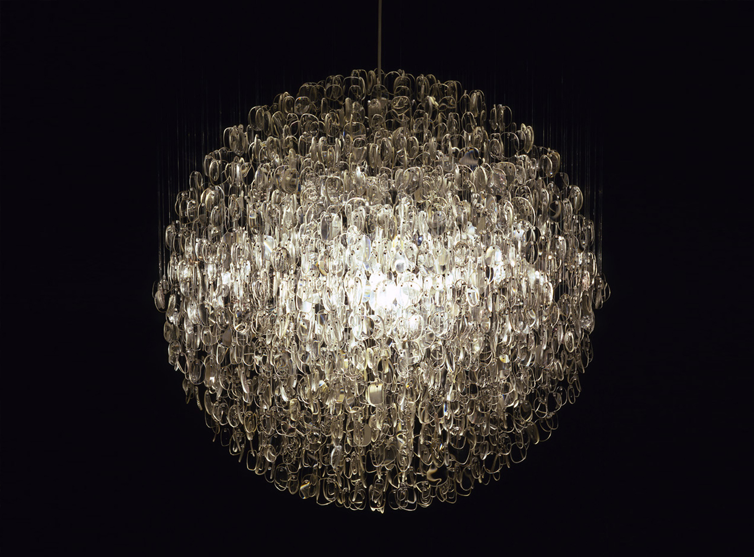 Hilden & Diaz\'s Forms in Nature Chandelier Transforms Rooms into ...