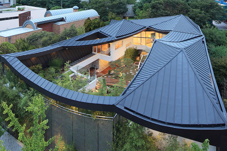 Stunning South Korean Courtyard Home Balances Tradition With Modern