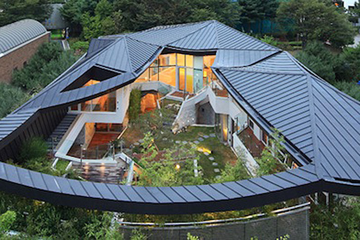 Stunning South Korean Courtyard Home Balances Tradition