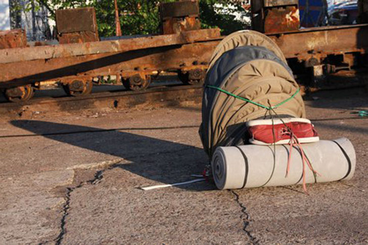 Displaying ad for 5 seconds & Clever Backpack and Tent Hybrid Shelters Nomads and Homeless ...