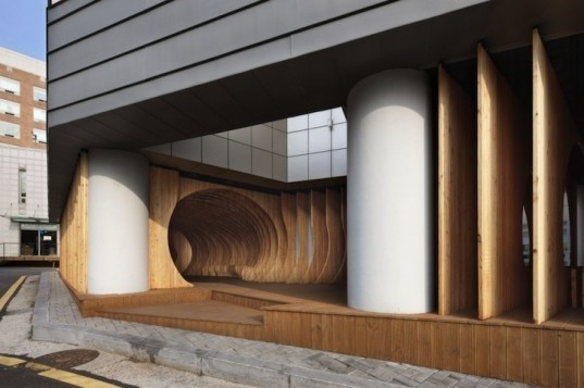 UTAA, university of seoul, ribbed architecture, parking lot, sinuous seating, wooden ribbed architecture, wooden public space, rest hole, university of seoul architecture, university public space, rest area