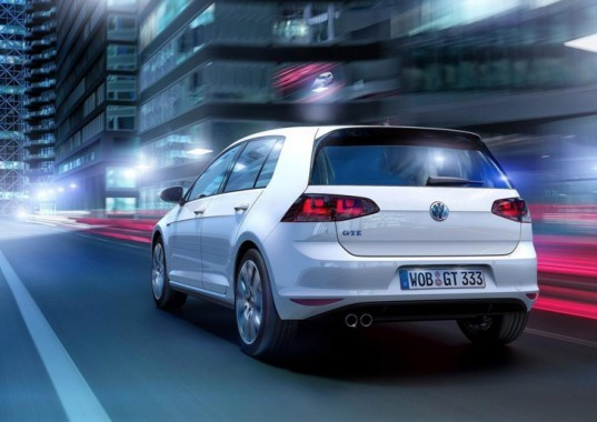 volkswagen, volkswagen golf, volkswagen plug-in hybrid, volkswagen golf gte, plug-in hybrid, 2014 geneva motor show, electric motor, green transportation, green car, lithium-ion battery
