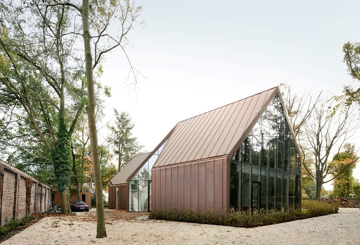 Glass and Copper-Clad House VDV Gradually Changes Color in
