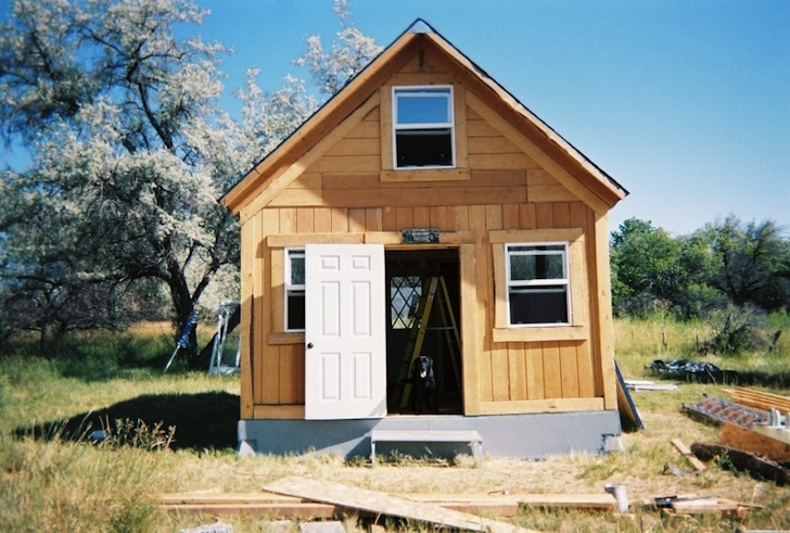 Lamar alexander off grid cabin inhabitat green design for How to build a small house off the grid