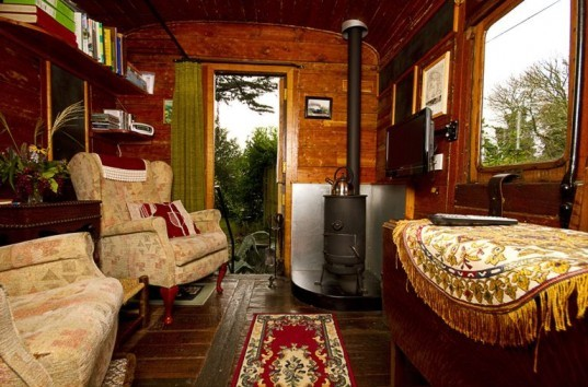 Old Luggage Van, tiny homes, architecture, tiny home design, mini architecture, traincar restoration, Cornwall retreat, Old Luggage Van in St German, restoration of old passenger van, mini retreats in the UK,