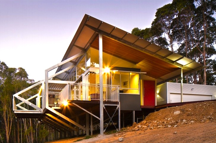 Eco friendly tinbeerwah house rises on steel stilts in the for Sustainable home designs australia