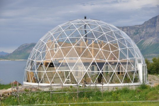 cob house, cob architecture, arctic circle, northern lights, Hjertefolgers, solardome pro, geodesic dome, solar geodesic dome, solardome industries, Sandhornøya island, solar panels, sustainable architecture, nature house,