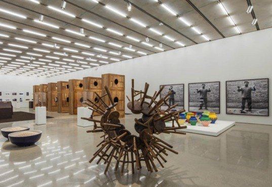 ai weiwei, Pérez Art Museum, maximo caminero, han dynasty, colored vases, chinese dissident, vandalism, destruction of art, han urn, chinese heritage, local artists, protest