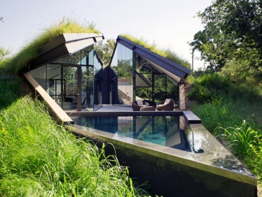 Edgeland House, Bercy Chen Studio, earth sheltered house, Austin, earth-bermed house