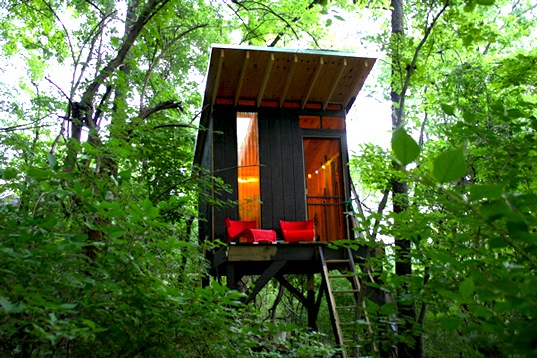 Tennessee treehouse, ModFruGal Tennessee treehouse, treehouse built for $1500, chalkboard wall, DIY treehouse projects, treehouses for less than $10000, Tennessee treehouse, green design, sustainable design, tiny home, DIY treehouse