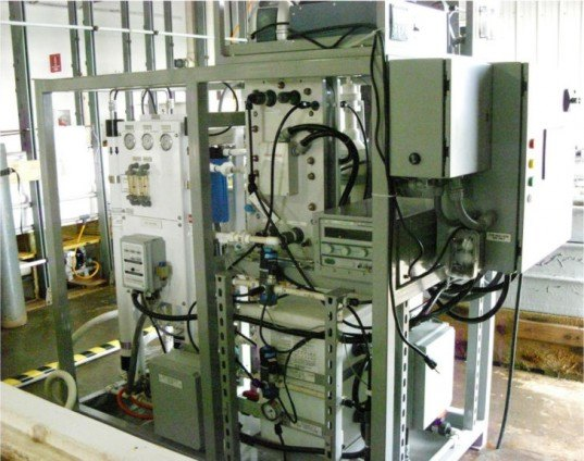 internal combustion engine, liquid hydrocarbon, offshore oil rig, United States Navy, Naval Research Laboratory, jet fuel, carbon dioxide, hydrogen, gas, fuel, energy, clean energy, sustainable energy, catalyst, electrolytic cation exchange module, NRL E-CEM,