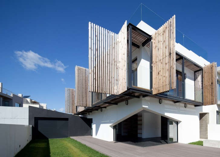 Adjustable Shutters Allow For Optimal Daylighting In Portugalu0027s Miramar  House