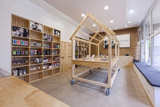 Mode:lina Architekci, Apple store design, Poznań Apple retail store, Apple retails store, Apple interior design, Apple stores, Poland Apple stores, reused paper bags, reused materials, fruit package reuse design, green design, wooden interior design, wooden stall design
