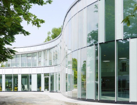 indoor pool Ismaning, prpm Architekten, prpm Architekten Germany, German architects, swimming halls, indoor pools, indoor pool design, undulating facade, glass facade, concave facade, sauna spaces, daylit indoor pool, OKALUX glass, high-tech glass, innovative glass