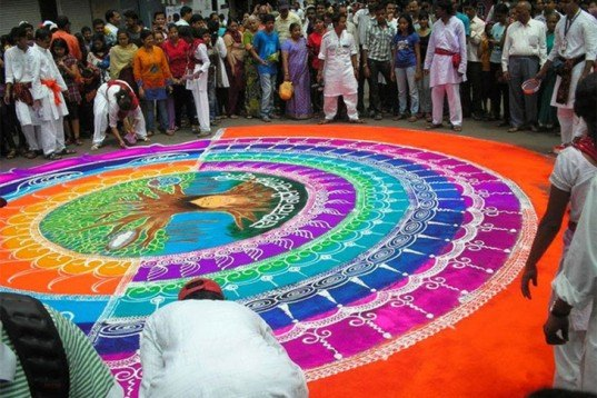 Spectacular Rangoli Designs Made From Naturally Colored