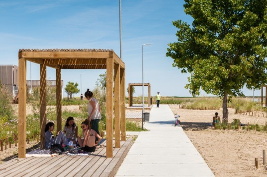 Tagus Linear Park, Atelier Difusor de Arquitectura, Topiaris landscape, Portugal park, sustainable park Portugal, former industrial site Portugal, solar power, recycled building material, recycled pallets