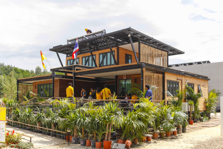 Solar Powered Adaptive House Rises Above The Floods In Thailand