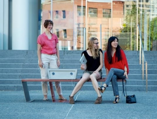 Boston S Solar Powered Quot Soofa Quot Benches Charge Devices And