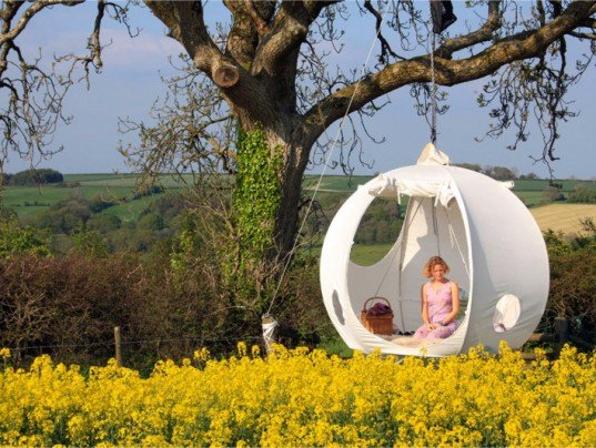 roomoon, tree tent, hanging tent company, hanging tent, green design, tent, sustainable design, glamping, green design, green architecture, rufus martin, low-impact architecture, treehouse