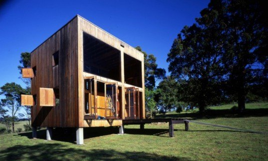 Nick Murcutt, Neeson Murcutt Architects, off-grid cabin, rainwater collection, The Box House, Australia, solar-powered outhouse, off-grid houses, off-grid homes, sustainable building