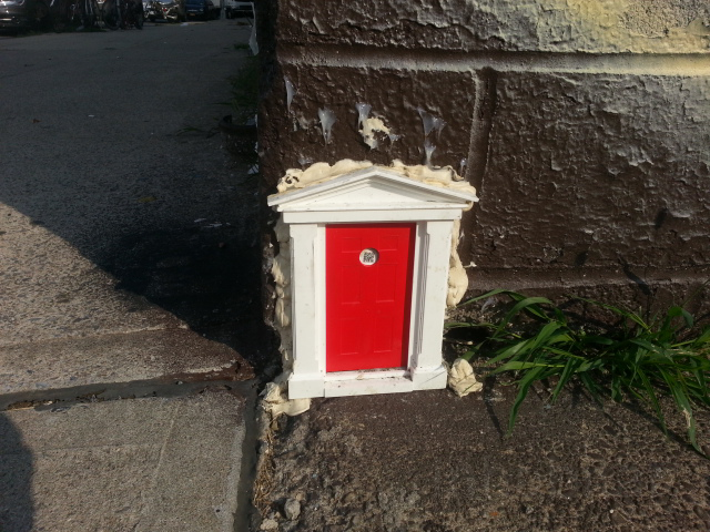 Design & Mysterious Tiny Apartment Door Appears in Williamsburg Brooklyn ... Pezcame.Com