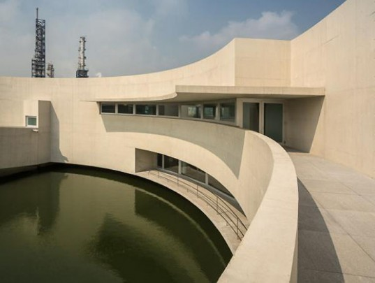 Álvaro Siza, Álvaro Siza China, industrial buildings, Portuguese architects, architecture China, Shihlien Chemical Industrial Jiangsu Co, buildings on the water, island architecture