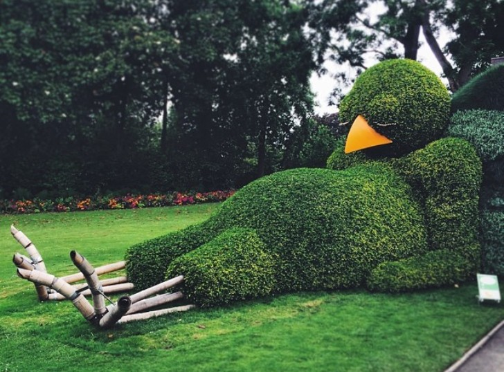Claude Ponti\'s Sleepy Bird Topiary is Probably the Cutest ...
