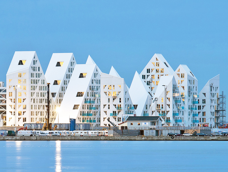 Jds architects 39 iceberg housing mimics jagged floating ice for Aarhus cosa vedere
