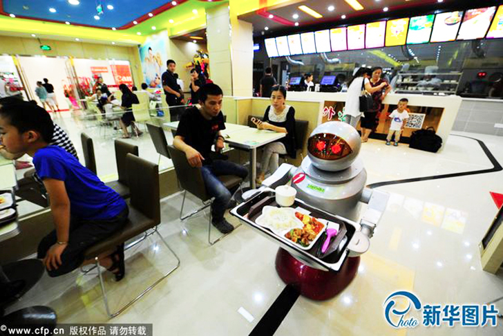 China S Largest Robot Restaurant Is Crawling With Wall E