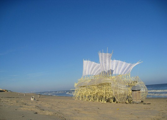 Strandbeest, strandbeest, Theo Jansen, sculptor, sculpture, sculptures, strandbeests, kinetic sculpture, kinetic sculptures, kinetic art, beach, beach art, beach sculptures